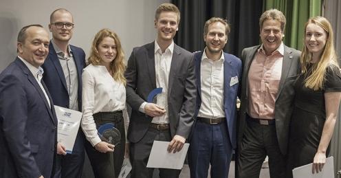 Die Sieger der Case-Competition 2018 bei der Preisübergabe während des Aachener Diensleistungsforums 2019 [Bild: © mika-photography.com)